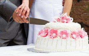 anniversary cake importance